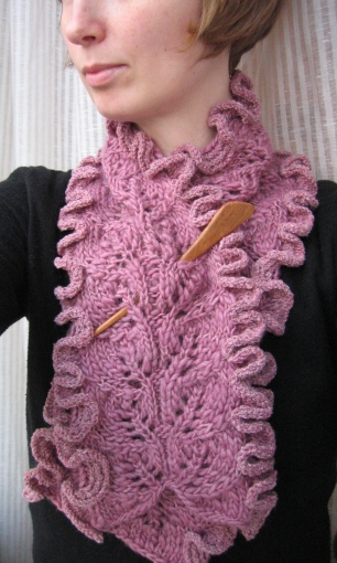 frilly scarf Link Love: Free Scarf Knitting Patterns Part 1